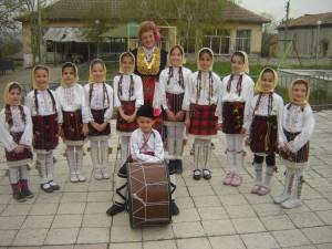 "Детска група за народно пеене ""Тракийска китка"""
